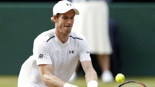 Andy Murray ses her under årets Wimbledon-turnering. Da han spillede første gang, overnattede han i en kælder og spiste pizza til aftensmad.