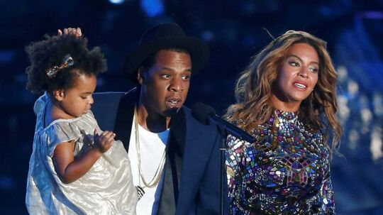 FILE PHOTO - Jay-Z presents the Video Vanguard Award to his wife Beyonce as he holds their daughter Blue Ivy during the 2014 MTV Video Music Awards in Inglewood, California August 24, 2014. REUTERS/Mario Anzuoni/File Photo