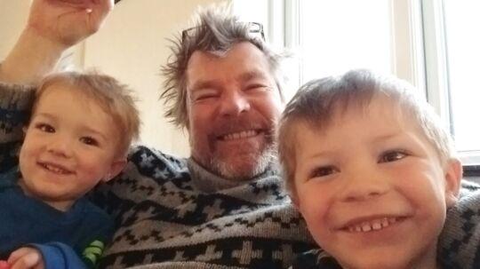 Gorm Lundshøj har valgt, at hans to små drenge på et og tre år ikke skal vaccineres mod eksempelvis mæslinger. »De er mit ansvar,« siger han.
