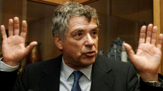 Præsidenten for det spanske fodboldforbund, Angel Maria Villar, er tirsdag blevet anholdt i forbindelse med en større ransagning af forbundet.