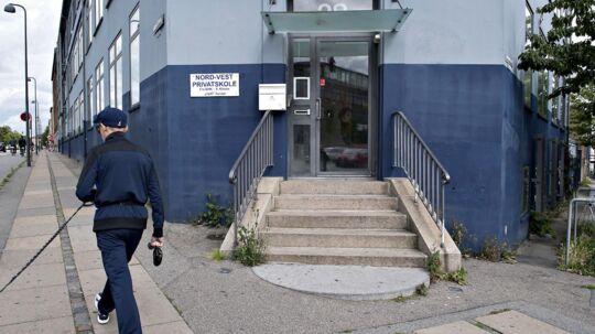 Nord-Vest privatskole i København. Flere politikere kræver, at tilskuddene til skolen stoppes efter fund af materiale om hellig krig i et kopirum