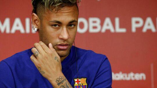 Neymar har ifølge en fransk avis allerede fortalt nogle af sine holdkammerater, at han skifter til Paris Saint-Germain.