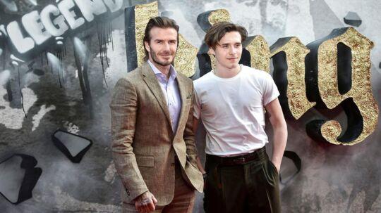 Brooklyn (th.) er søn af den verdensberømte tidligere fodboldspiller David Beckham (tv.).