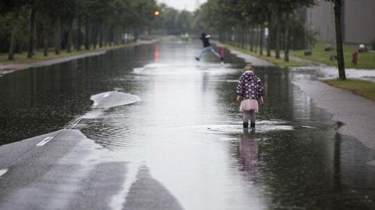 Sommerregn. Sommeroversvømmelser. Regn.