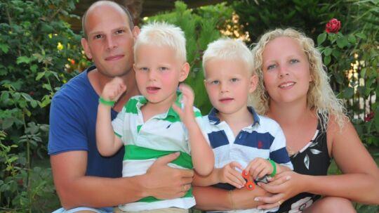 Michael Nørgård og Pia Møller Nørgård med deres to små drenge.