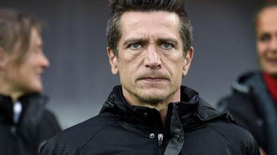 Danmarks landstræner, Nils Nielsen, som nu er taget hjem tilbage til Danmark af personlige årsager