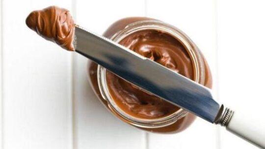 Den nye smørechokolade Proteinella adskiller sig fra andre smørechokolader ved at den er fri for palmeolie, sukkerfri og, som navnet antyder, er proteinrig.