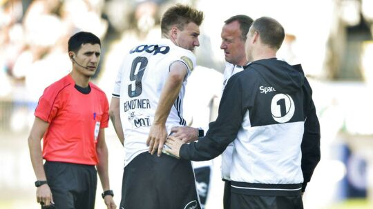 Nicklas Bendtner havde et enormt potentiale, men han var sin egen værste fjende, mener den tidligere skotske landsholdsspiller, Charlie Nicholas.