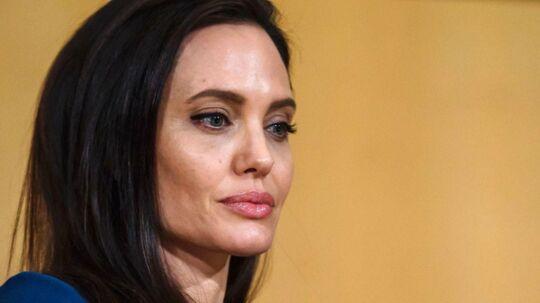 Angelina Jolie får kritik på sociale medier, efter hun i et interview har fortalt, hvordan man lokkede fattige børn med penge under castingen til hendes seneste film.