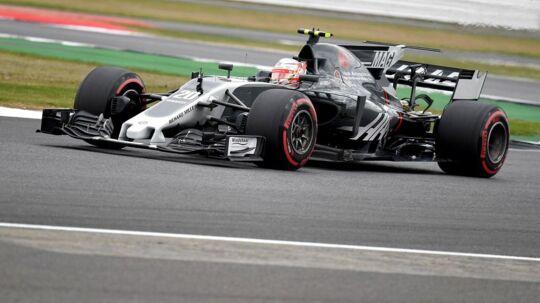 Kevin Magnussens bil fik en hård medfart ved fredagens første træning.