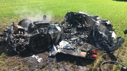 Her ses de sørgelige rester af en Ferrari 430 Scuderia efter branden.