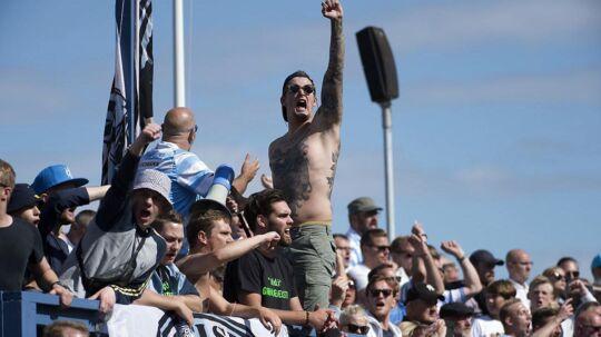 Der var jubel på tribunerne til kampen mellem Helsingør og FC Midtjylland, for den lille oprykkerklub vandt med 2-1.