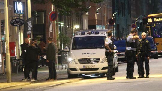 Politiet er tirsdag aften talstærkt til stede på Holmbladsgade på Amager, hvor der har været skud.