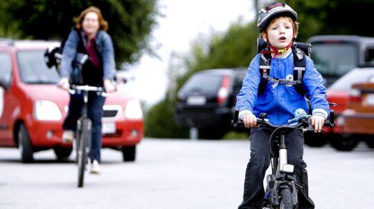 Mange nye trafikanter begiver sig ud i trafikken i disse uger. Derfor foretager politiet fartkontroller omkring skoler over hele landet. Og resultatet er nedslående. (Arkivfoto)