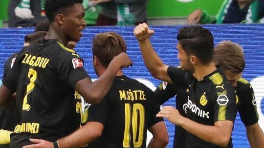 Dortmund-spillere fejrer åbningsmålet af Christian Pulisic.