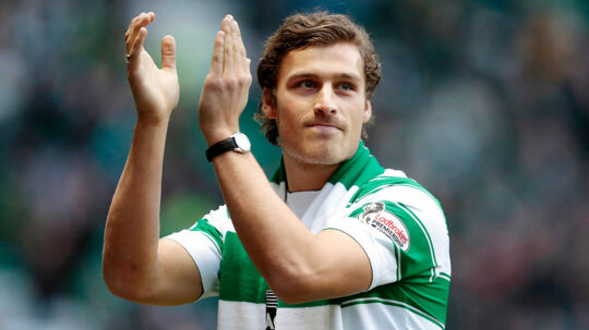 "Den danske forsvarsspiller Erik Sviatchenko scorer sit første ligamål i sæsonen i Celtic sejr på 2-0 over Ross County - - - Arkivfoto:Sviatchenko: Jeg er i Celtic for at blive husket Efter snart et år i Celtic føler Erik Sviatchenko sig godt tilpas, men han kan udvikle sig endnu mere.Se RB kl.08.25 d. 16.12.2016 Football Soccer - Celtic v St Johnstone - Ladbrokes Scottish Premiership - Celtic Park - 23/1/16 Celtic's new signing Erik Sviatchenko is unveiled to fans before the game Action Images via Reuters / Graham Stuart Livepic EDITORIAL USE ONLY.No use with unauthorized audio, video, data, fixture lists, club/league logos or ""live"" services. Online in-match use limited to 45 images, no video emulation.No use in betting, games or single club/league/player publications. Please contact your account representative for further details. (Foto: Graham Stuart/Scanpix 2016)"
