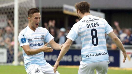 André Riel (tv) fejrer sin scoring til 1-0 med Ricki Olsen.