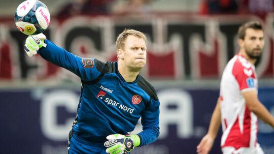ALKA Superliga AC Horsens - AAB 18. august 2017 Casa Arena AAB keeper Nicolai Larsen med et langt udkast