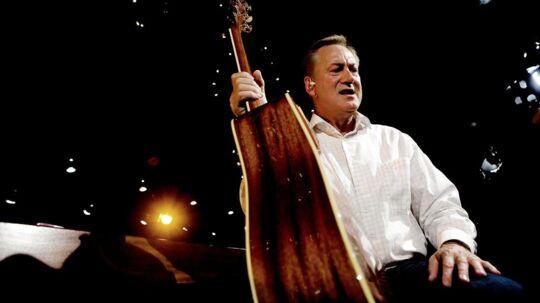 Keld Heick kan ikke lade guitaren stå, selvom han egentlig havde tænkt sig at drosle lidt ned og hygge sig derhjemme med hustruen Hilda. Men han er vred over, at DR lader dansktop og schlager-genren i stikken, siger han til BT.