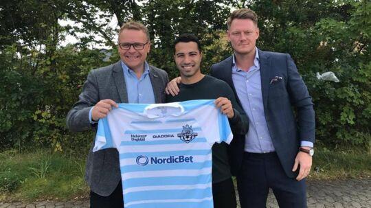 Osama Akharraz (midten) er skiftet til FC Helsingør