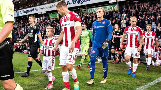 Kasper Risgård, forrest, var i Rasmus Würtz' skadesfravær anfører i AaB's vundne Superliga-kamp mod Silkeborg IF. Men han udgik med en skade i sin ene hoftebøjer og er derfor tvivlsom til nordjydernes kamp på søndag ude mod Brøndby IF.