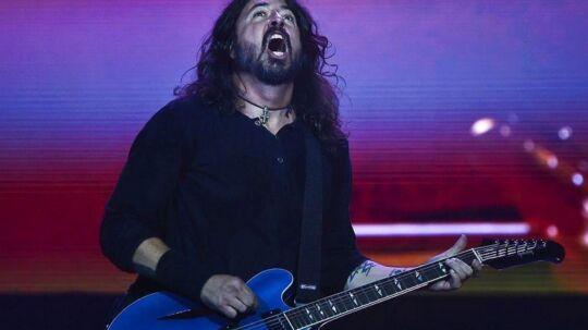 Sammen med sit band Foo Fighters rammer 48-årige Dave Grohl plet med albummet 'Concrete and Gold'. Blandt de musikalske gæster er både Paul McCartney og Justin Timberlake