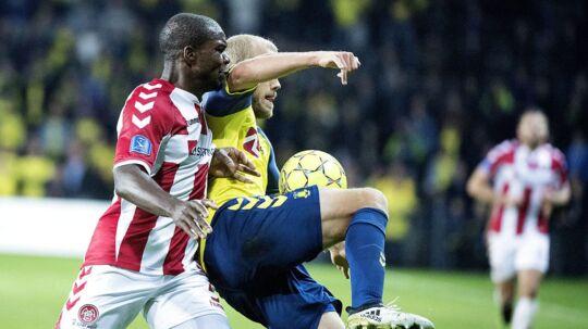 Jores Okore (tv): »Vi har potentiale til top-6. Vores defensiv og midtbane er stabil, og når vi også kommer i gang med at score mål, så kan alt ske.«