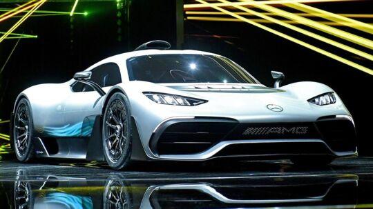 Mercedes AMG Project ONE-bilen var en af de helt store oplevelser på den store bilmesse. Der bliver kun bygget 275 eksemplarer af bilen, og så skal du i øvrigt frem med godt 17,5 millioner kroner (uden afgift), hvis du ønsker at erhverve dig et eksemplar.