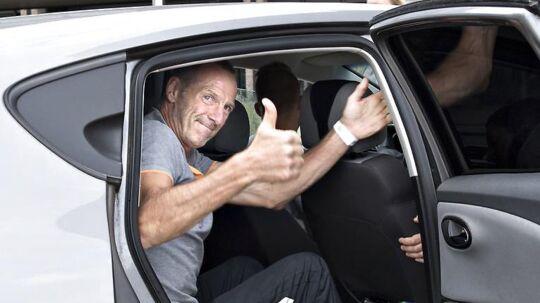 Jan Aalling på 57 år blev ramt af lynet under halvmarathon i Fælledparken. Her er han netop udskrevet fra Rigshospitalet og på vej mod hjembyen Brørup i Jylland.