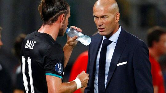 Zinedine Zidane (th.) fortsætter også i Real Madrid efter denne sæson.