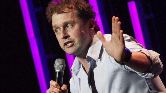 ARKIVFOTO af Geo under en optræden til Comedy Aid.
