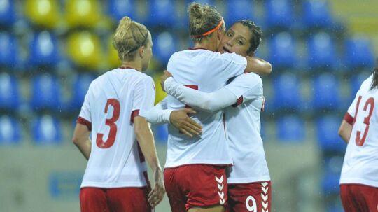 Sanne Troelsgaard har her scoret et af sine tre mål i sejren over Ungarn.