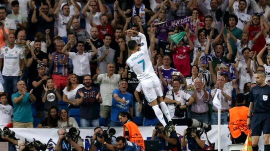 epaselect epa06202876 Real Madrid's Portuguese striker Cristiano Ronaldo celebrates scoring the 1-0 goal during the UEFA Champions League group stage match between Real Madrid and Apoel FC at Santiago Bernabeu stadium, in Madrid, Spain, 13 September 2017. EPA/KIKO HUESCA