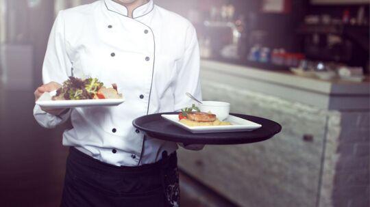 Restauranternes tjenere har flere tip til, hvordan de får dig til at vælge den ret eller den vin, som de tjener mest ved. (Arkivfoto)