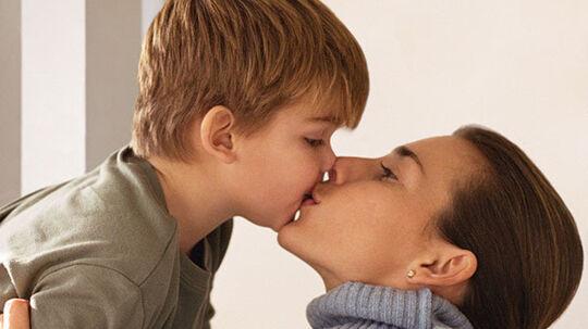 Det er naturligt for små børn at kysse deres forældre på munden, siger psykolog. /Foto: Colourbox NB: Vær opmærksom på, at Colourbox har copyright på dette foto!