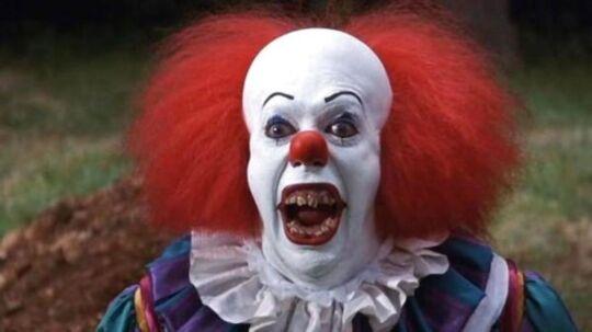 Pennywise fra filmen 'It' er nok en af de mest kendte, uhyggelige klovne. Filmen er baseret på en bog af Stephen King.