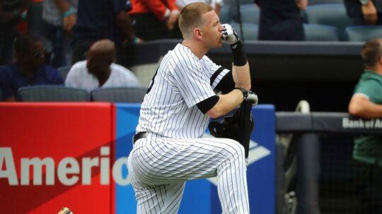 Baseball-spilleren Todd Frazier fra New York Yankees var forfærdet, efter at bolden på grund af hans skæve slag ramte en to-årig pige.
