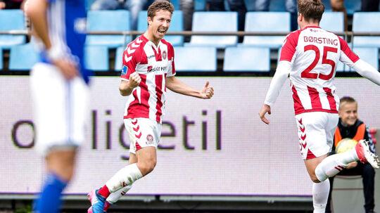 AaB's Jakob Ahlmann scorer til 2-0 i søndag eftermiddags Superliga-kamp i Aalborg mod Lyngby BK.