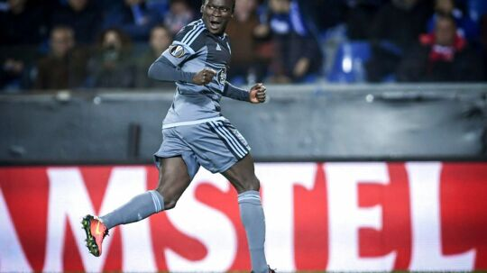 Celta's Pione Sisto celebrates after scoring during the UEFA Europa League quarter final second leg football match KRC Genk against Celta Vigo at the Fenix Stadium in Genk on April 20, 2017. / AFP PHOTO / LUC CLAESSEN