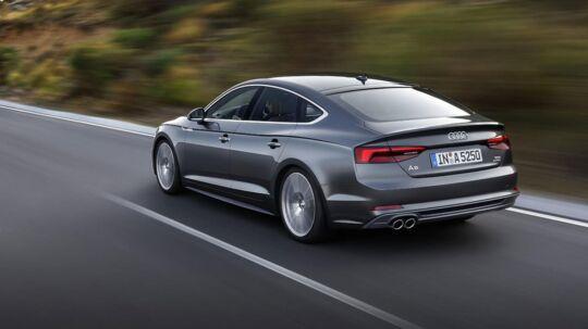 I den store mellemklasse, hvor de fleste biler alligevel er firmabiler, falder priserne markant. Audi A5 Sportback falder fx med over 50.000 kr.