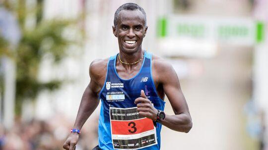 Eremitageløbets ambassadør, Abdi Hakin Ulad, kan søndag vinde sin fjerde sejr i Dyrehaven og giver her gode råd inden motionsfesten i nationalskoven. Du kan tilmelde dig E-løbet på www.elob.dk. Foto: Scanpix