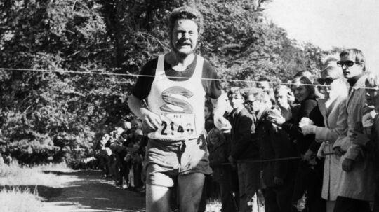 Sten Sveidahl vinder det første Eremitageløb i 1969 med en margin på 40 sekunder sin nærmeste konkurrent, OL-maratonløberen Georg Olsen.