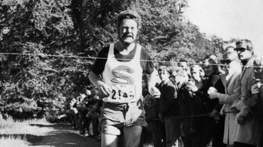 Sten Sveidahl vinder det første Eremitageløb i 1969 med en margin på 40 sekunder sin nærmeste konkurrent, OL-maratonløberen Georg Olsen. Foto: Scanpix