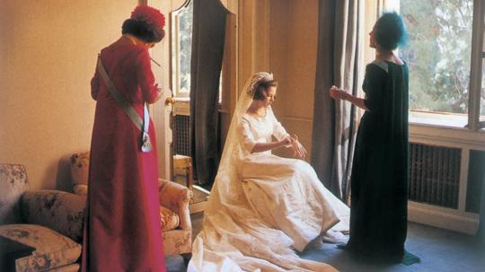 På prinsessens ønske, blev det Holger Blom, der skabte prinsesse Anne-Maries brudekjole i hvid silke græsk stil med høj talje og et slæb på seks meter. Ved den første prøvning blev dronning Ingrid og Holger Blom enige om, at silken skinnede for meget. Derfor blev brudekjolen betrukket med to meget tynde lag tyl var. Holger Blom var den første danske skrædder, der blev bedt om at tænke dronning Ingrids mors bryllupsblonder med ind brudekjolen og sløret. Efterfølgende er de royale blonder blevet båret af alle de kongelige kvinder fra dronning Ingrids slægt ved deres bryllupper. Til brylluppet syede han også de kjoler som daværende prinsesse Margrethe og prinsesse Benedikte samt dronning Ingrid bar.