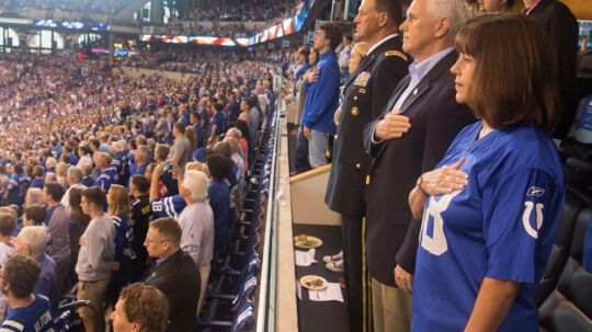 - Jeg bad vicepræsident Pence om at forlade stadium, hvis spillere knælede, skriver Donald Trump på Twitter. Reuters/Social Media