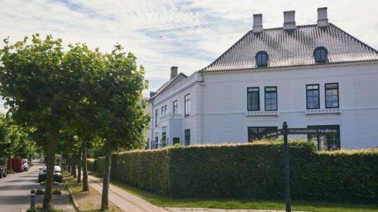 Her ses det eksklusive rækkehus i Klampenborg.