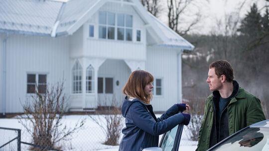 Michael Fassbender spiller Harry Hole og Katrine Bratt, som forflyttes fra Bergen, spilles af Rebecca Ferguson. Foto: UIP