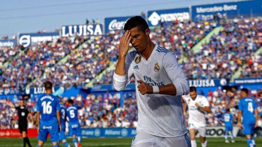 Cristiano Ronaldo fejrer sit mål til 2-1 for Real Madrid i udekampen mod Getafe, som også blev kampens resultat.