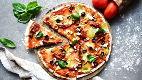 En test fra Forbrugerrådet Tænk afslører snyd med oregano - et populært krydderi, der ofte kan findes på en pizza.
