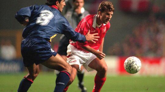 Den tidligere fodboldstjerne og nuværende fodboldtræner Michael Laudrup (th.) har god gang i sin vinbiks. Scanpix/Keld Navntoft